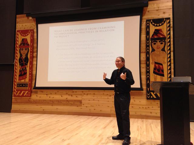 Perea presenting at UW, Nov 2016