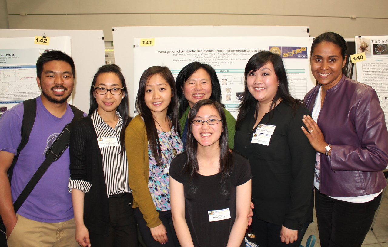 Photo of L. Chen Lab undergraduates